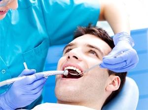 visita dentista uomo preventivo