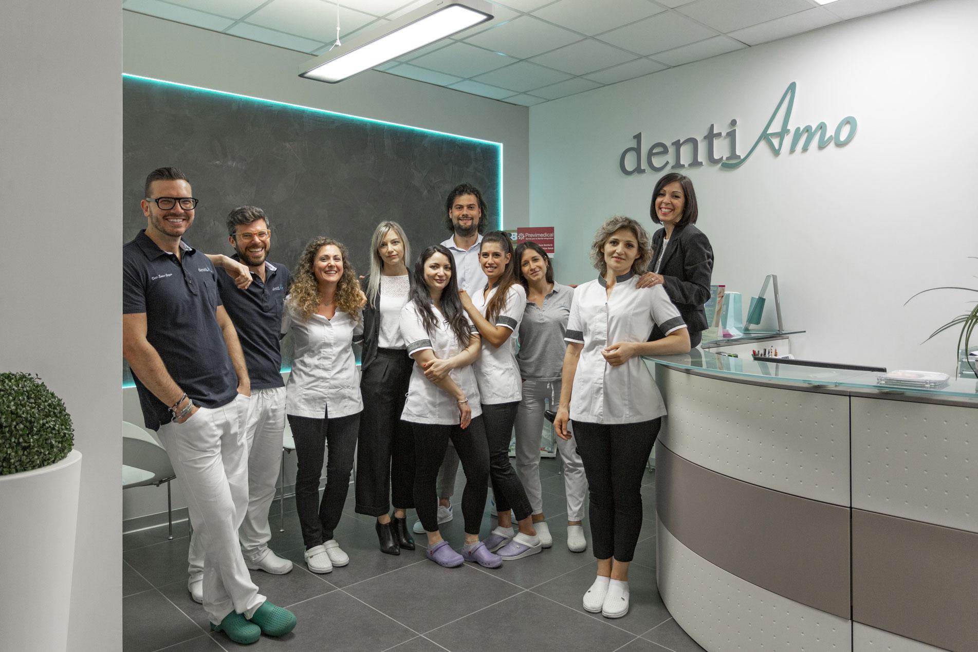 Foto di gruppo clinica Dentiamo a Piove di Sacco
