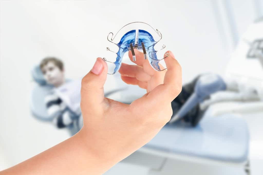 Apparecchio mobile per denti